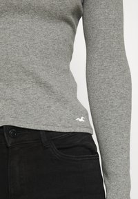 Hollister Co. - SLIM CREW BASIC 3 PACK - Maglietta a manica lunga - white/grey/black - 6