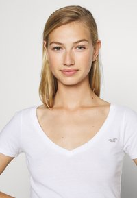 Hollister Co. - ICON MULTI 3 PACK - T-Shirt basic - white/black/light grey - 7