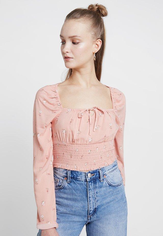 CHASE SMOCKED SCOOP NECK - Blusa - pink floral