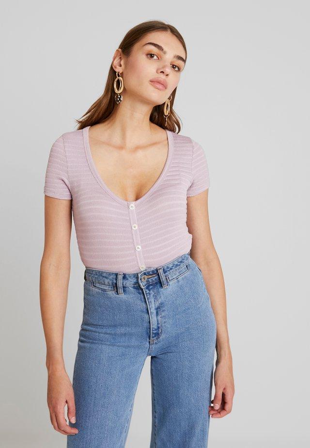 SHORT SLEEVE TEXTURED - Camiseta estampada - lavender