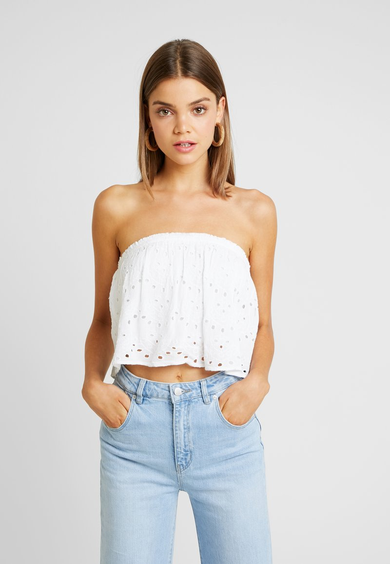 Hollister Co. - STRAPLESS ULTRA CROP - Bluse - white