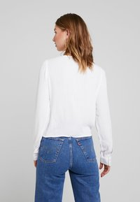 Hollister Co. - LONG SLEEVE BUTTON FRONT BLOUSE - Blusa - white - 2