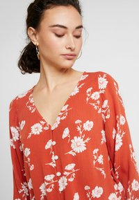 Hollister Co. - LONG SLEEVE BUTTON FRONT BLOUSE - Bluser - rust - 4