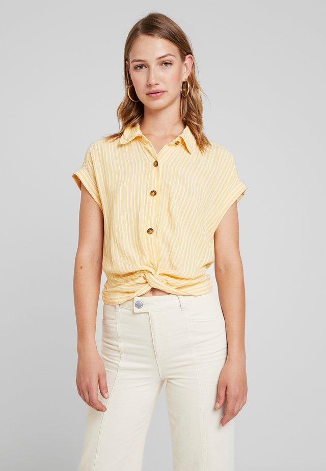 TWIST FRONT CROP - Skjorta - yellow