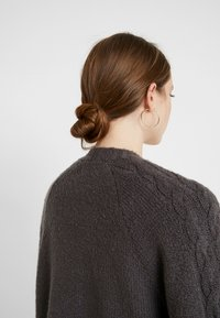 Hollister Co. - AIRY CARDIGAN CABLE - Vest - grey - 3
