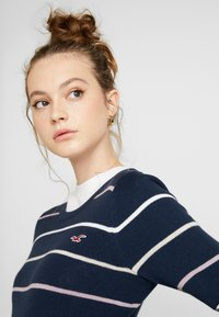 Hollister Co. - ICON CREW - Sweter - navy - 3
