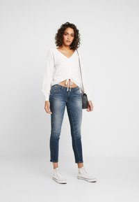Hollister Co. - CINCH FRONT - Svetr - white - 1