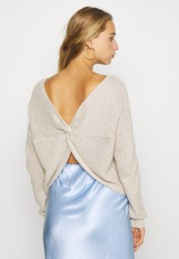 Hollister Co. - TWIST BACK REVERSIBLE - Strikkegenser - tan - 2