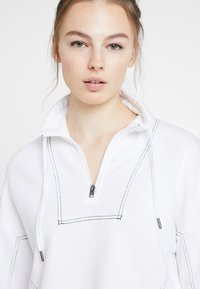 Hollister Co. - ULTRA CROP MINI LOGO HALF ZIP - Mikina - white - 3