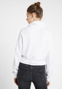 Hollister Co. - ULTRA CROP MINI LOGO HALF ZIP - Mikina - white - 2