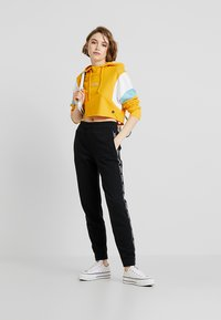 Hollister Co. - ULTRA CROP - Mikina skapucí - yellow - 1