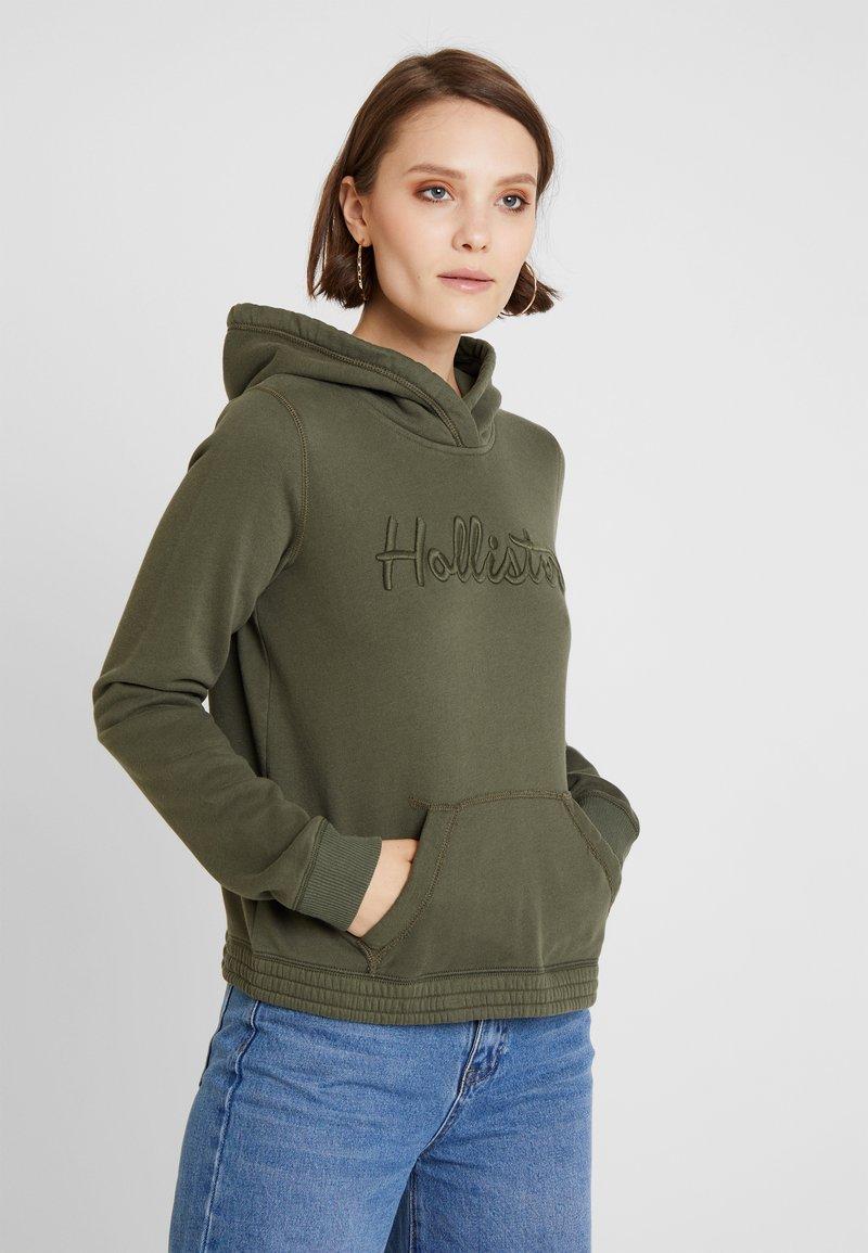 Hollister Co. - HALF ZIP - Kapuzenpullover - olive