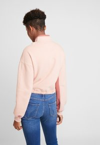 Hollister Co. - ULTRA CROP HALF ZIP - Mikina - pink - 2