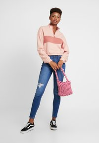Hollister Co. - ULTRA CROP HALF ZIP - Mikina - pink - 1