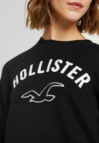 Hollister Co. - TIMELESS CREW - Sudadera - black - 5