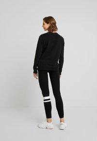 Hollister Co. - TIMELESS CREW - Sweatshirt - black - 2