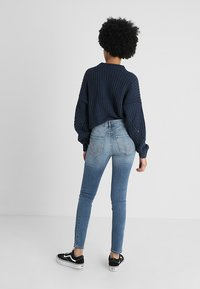 Hollister Co. - HIGH RISE MEDIUM CLEAN SUPER - Skinny džíny - stone blue denim