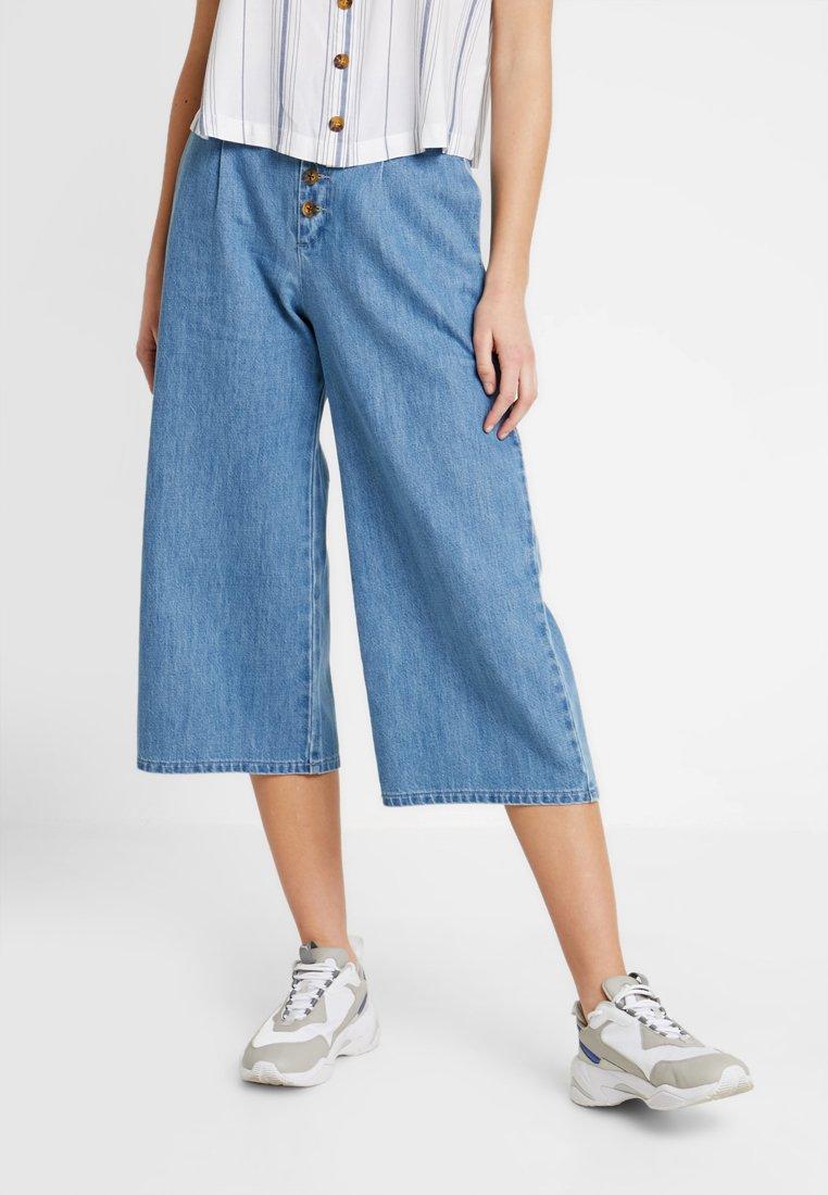 Hollister Co. - BUTTON FRONT CROP - Flared Jeans - blue denim