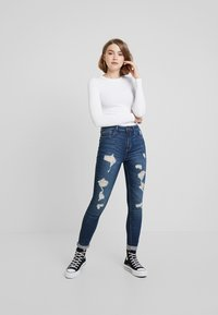 Hollister Co. - HIGH RISE SUPER  - Skinny džíny - dark shred - 1