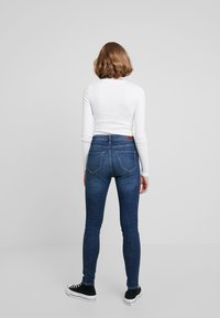 Hollister Co. - HIGH RISE SUPER  - Skinny džíny - dark shred - 2