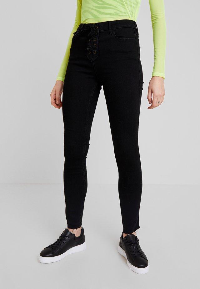 HIGH RISE SUPER - Jeans Skinny Fit - black
