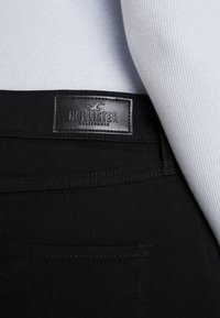 Hollister Co. - Skinny džíny - black destroyed - 4