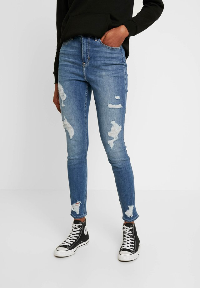 CURVY - Vaqueros pitillo - destroyed denim