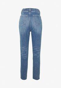 Hollister Co. - CHASE MOM  - Jeansy Slim Fit - light blue denim - 1