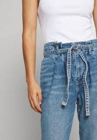 Hollister Co. - CURVY MOM  - Relaxed fit jeans - blue denim - 4