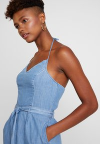 Hollister Co. - HALTER ROMPER - Overal - chambray - 4
