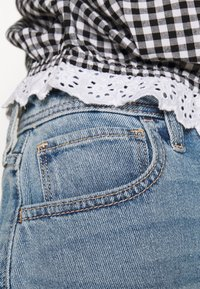 Hollister Co. - MOM CURVY MED CLEAN  - Farkkushortsit - blue denim - 4