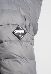 Hollister Co. - LIGHTWEIGHT PUFFER JACKET - Light jacket - grey - 5