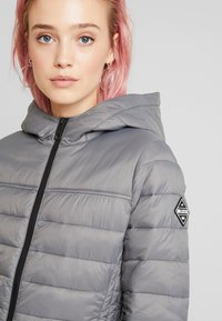 Hollister Co. - LIGHTWEIGHT PUFFER JACKET - Light jacket - grey - 3
