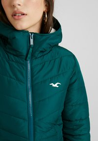 Hollister Co. - CORE PUFFER JACKET - Zimní bunda - sea moss - 5