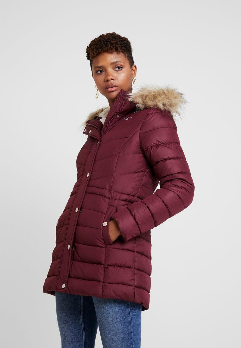 Hollister Co. - PUFFER - Zimní kabát - burg