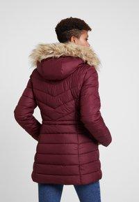 Hollister Co. - PUFFER - Zimní kabát - burg - 2
