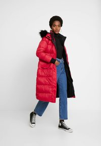 Hollister Co. - LONGLINE PUFFER PARKA - Down coat - red - 1