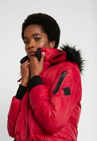 Hollister Co. - LONGLINE PUFFER PARKA - Down coat - red - 3
