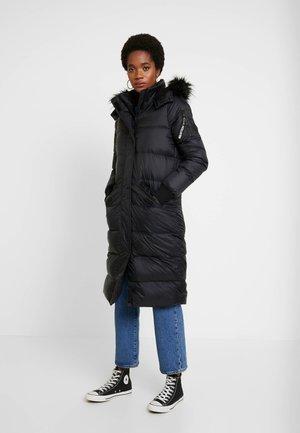 LONGLINE PUFFER PARKA - Kabát zprachového peří - black