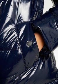 Hollister Co. - WET LOOK PUFFER JACKET - Zimní bunda - navy - 4