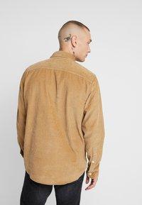 Hollister Co. - FLAN SHACKET - Skjorta - tan solid cord - 2