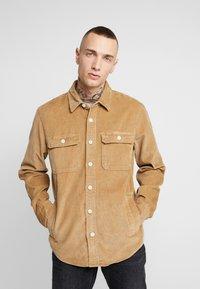 Hollister Co. - FLAN SHACKET - Camisa - tan solid cord - 0