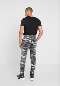 Hollister Co. - ASIA CAPSULE  - Joggebukse - black - 2