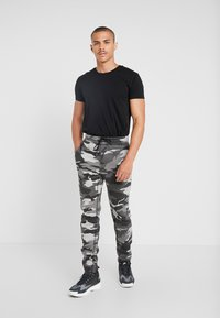 Hollister Co. - ASIA CAPSULE  - Joggebukse - black - 1