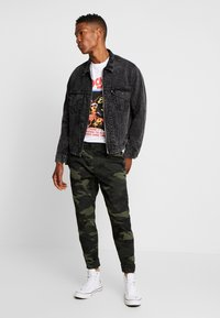 Hollister Co. - JOGGER GREEN CAMO - Bukse - olive camo - 1