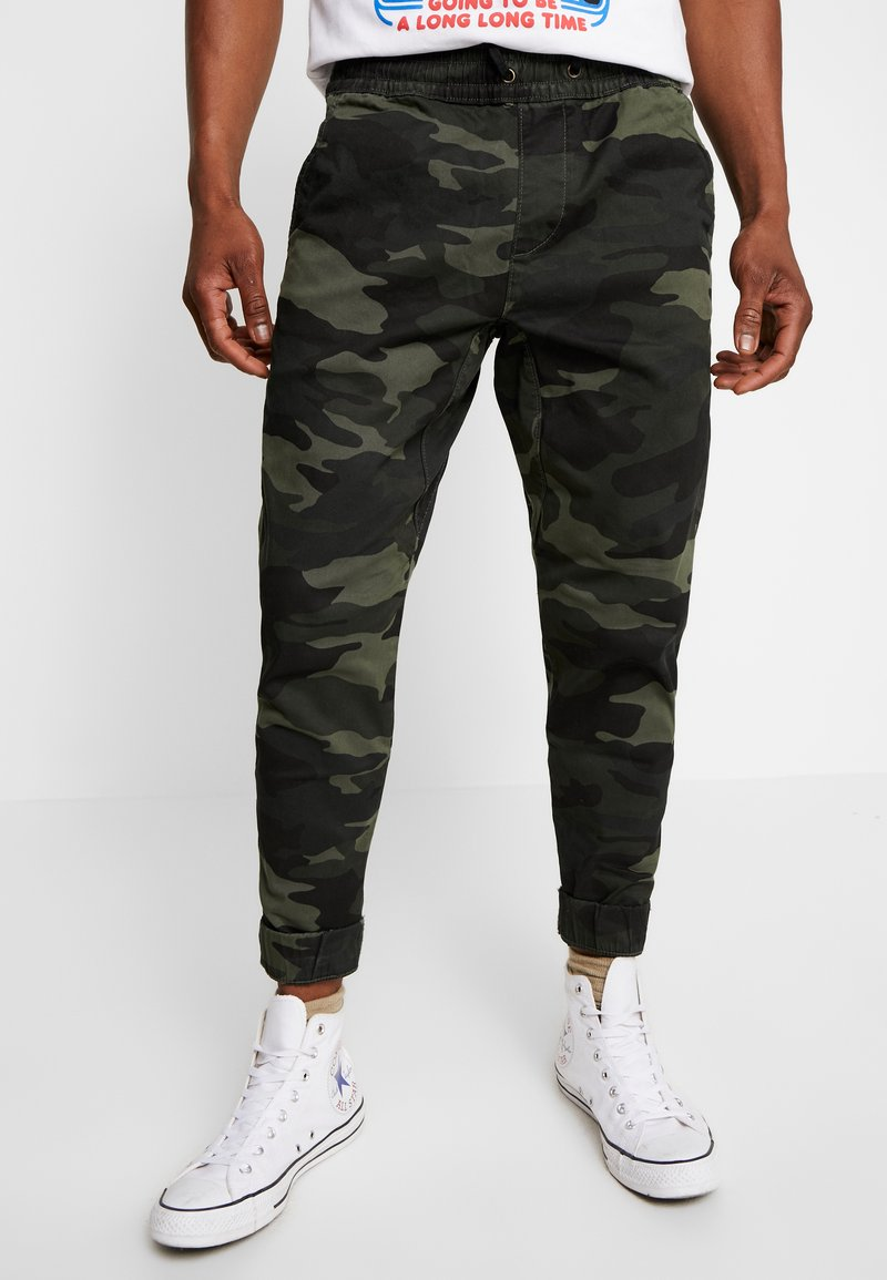 Hollister Co. - JOGGER GREEN CAMO - Bukse - olive camo