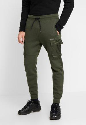 UTILITY - Pantalones deportivos - olive