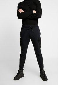 Hollister Co. - UTILITY - Pantalon de survêtement - black - 0