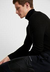 Hollister Co. - UTILITY - Pantalon de survêtement - black - 4