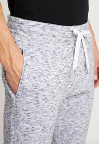 Hollister Co. - CORE  - Teplákové kalhoty - light grey - 5